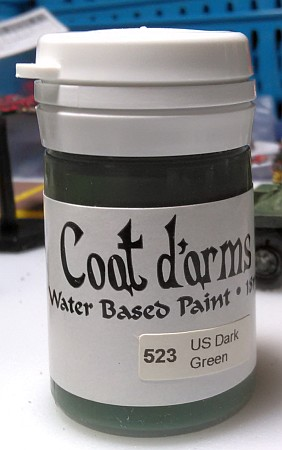 Coat d'Arms paint pot