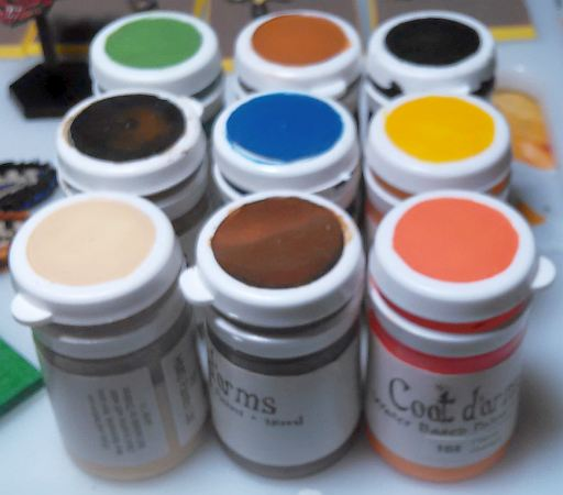Coat d'Arms paint pots